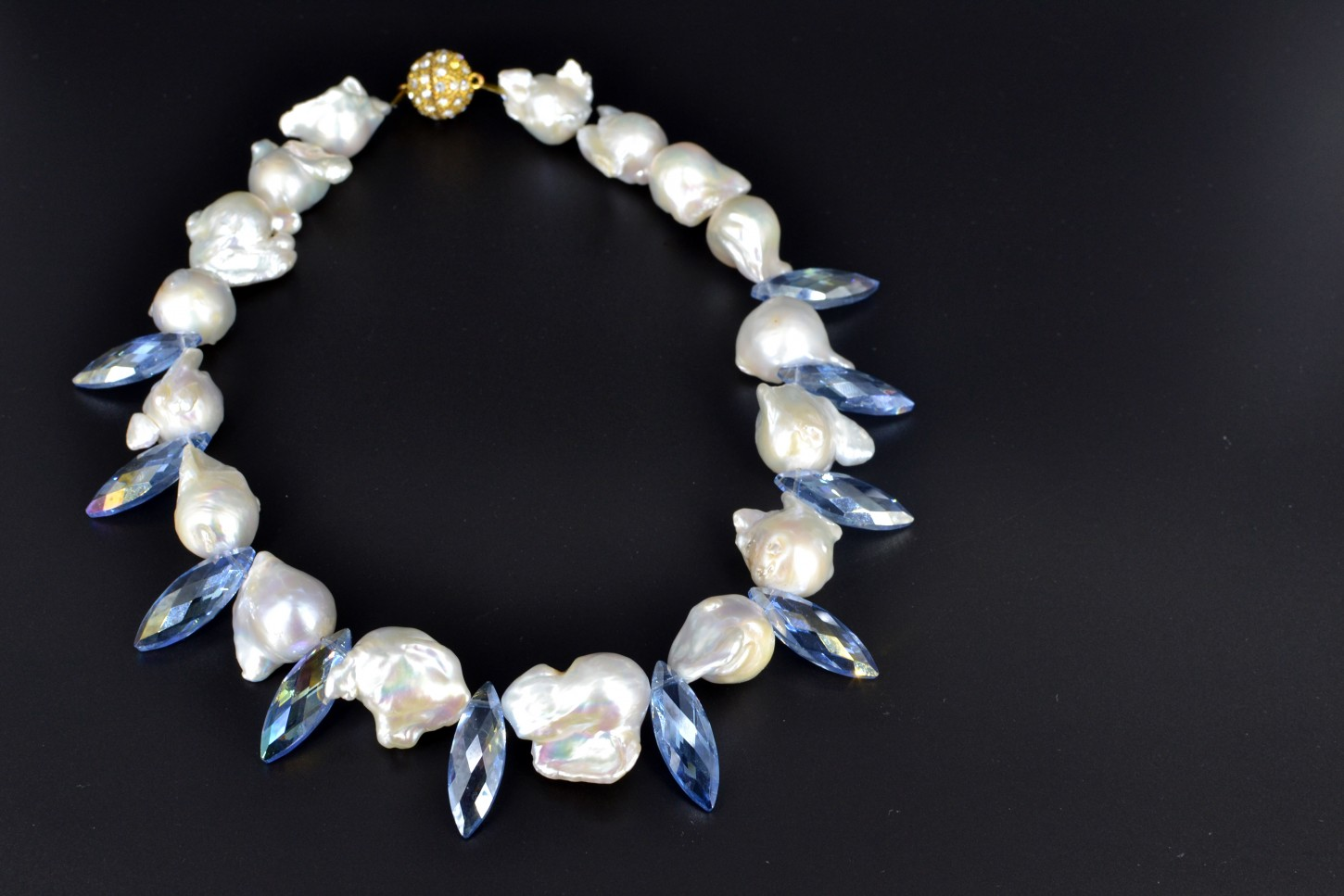 large white baroque freshwater pearl necklace luxury lustre. Black Bedroom Furniture Sets. Home Design Ideas