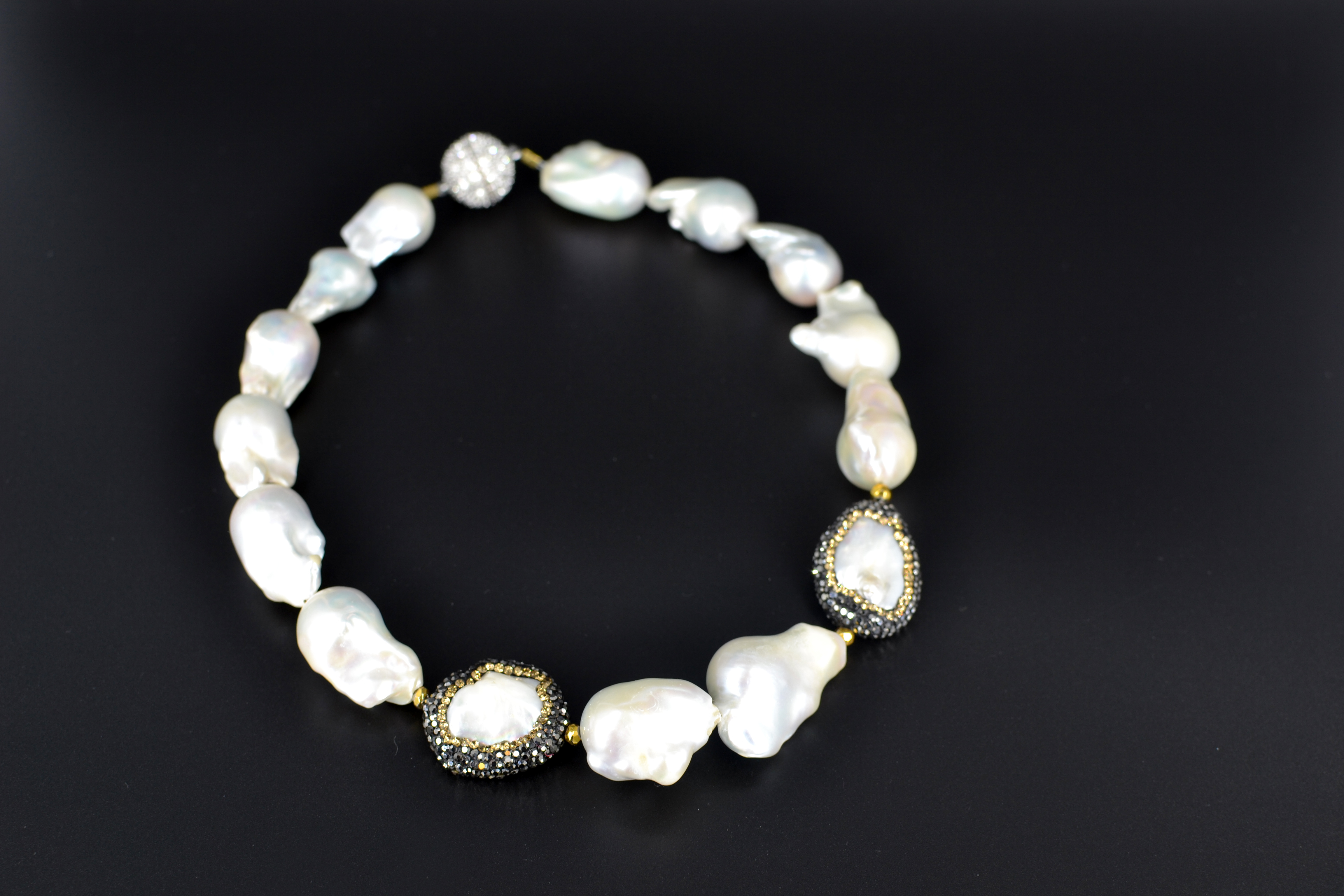 white baroque freshwater pearl necklace w mother of pearl. Black Bedroom Furniture Sets. Home Design Ideas